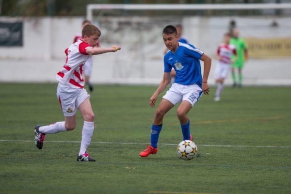 Alexander Adrian Hughes representerar Chile U16 och är en av spelarna som deltar på NF Elite Selection U16 på Riga Cup och MIC Football Barcelona. Fotot är taget under Ibercup Cascais 2019.