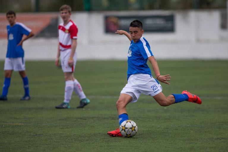 Ett steg närmare drömmen om professionell fotboll: Landslagets debutant och NF Academy spelaren Alexi Hughes säger att stipendieprogrammet har hjälpt hans utveckling.