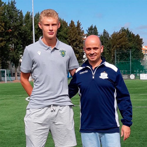August Frobenius (2003) skrev på ett professionellt kontrakt med Sporting CP sommaren 2019.