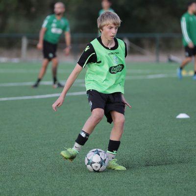 Noah Solheim, född 2004, var en av spelarna som anslöt sig till Sporting CP under en vecka genom NF International evenemangen.