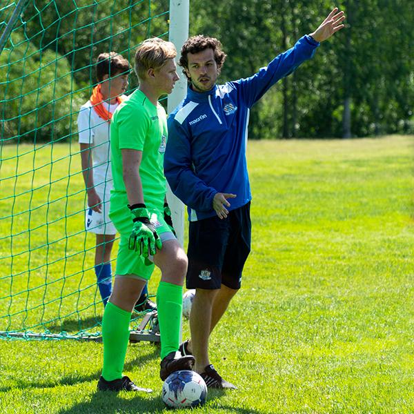 NF Academy Coach ger instruktioner