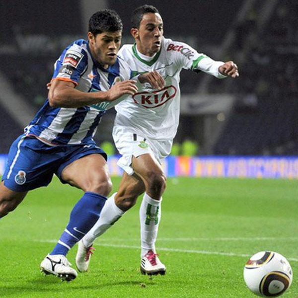 Zeca representerar Vitória FC och spelade mot FC Porto i sin debut i första ligan.
